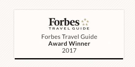 Nous sommes fiers d&#39;avoir remporté, la mention &quot;Hôtel recommandé&quot; par @ForbesInspector! #Award   #CrystalStyle   http://www. forbestravelguide.com/montreal-canad a/hotels/hotel-le-crystal &nbsp; … <br>http://pic.twitter.com/TwVBPgP4ab