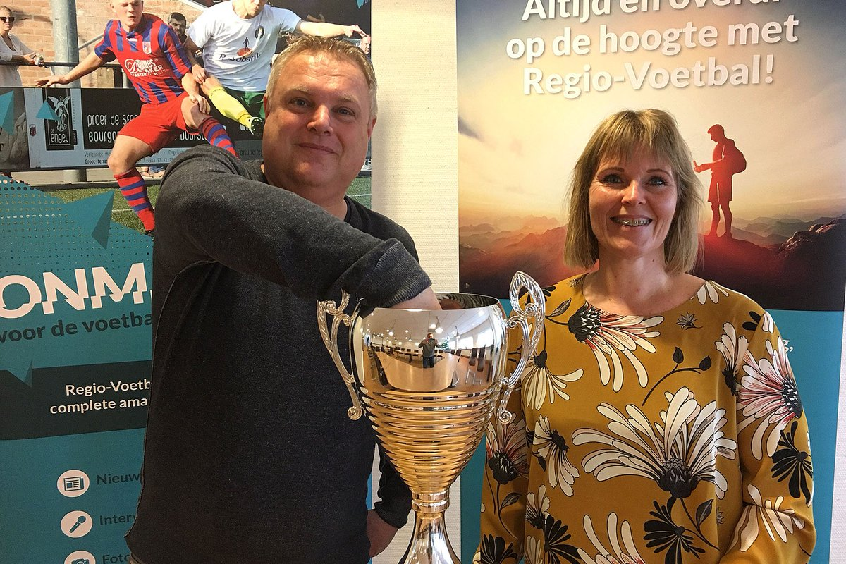 Topper @AchillesVeen - @vvstedoco in 1/8 finales #EMCup:  http://www. regio-voetbal.nl/nieuws/topper- achilles-veen-stedoco-18-finales-em-cup &nbsp; …  #loting #hetkontakt<br>http://pic.twitter.com/PWSgmFWc8Q