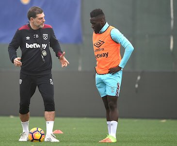 With coach ⚽ #COYI #WHUFC @WestHamUtd https://t.co/EoUjmz1rZ7