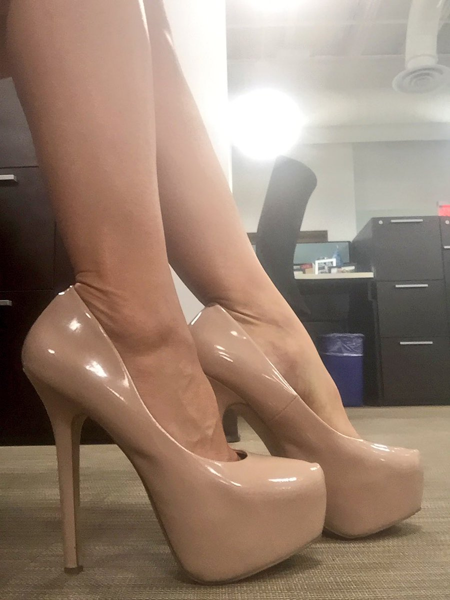 Feet Shoeplay