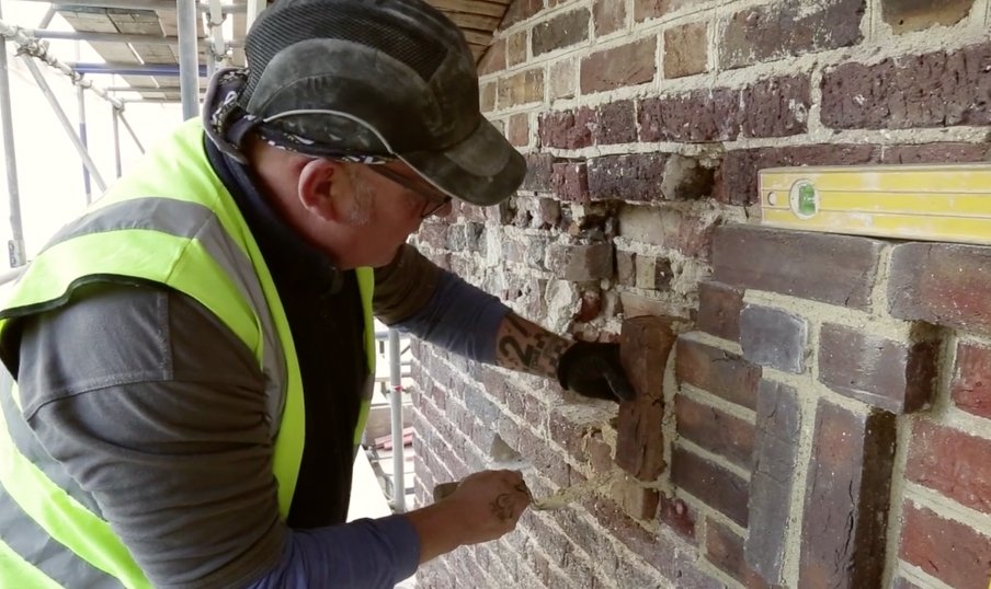 #Turner as #architect: recreating triglyphs at Sandycombe @HLFLondon @TurnersHouse @FullersBuilders see video clip  http://www. butlerhegartyarchitects.co.uk/news/video-cli ps-site-sandycombe &nbsp; … <br>http://pic.twitter.com/Px3GnEBkV0