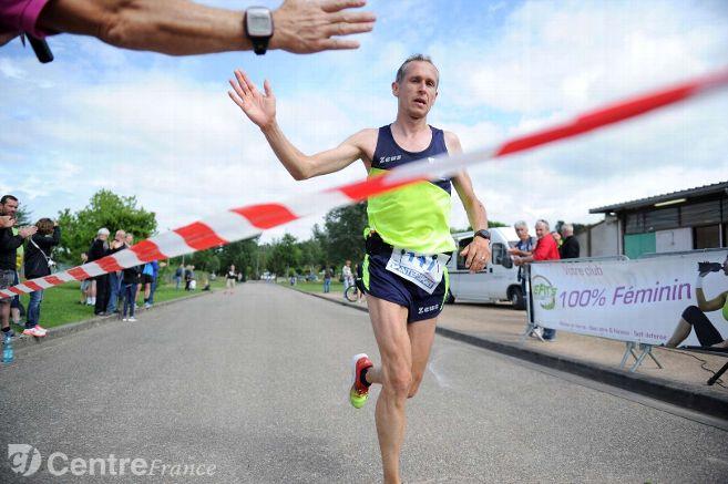 #Auvergne #Running #Allier : le #marathon des Isles avancé au dimanche 30 avril  http://www. lamontagne.fr/moulins/sports /running/2017/02/22/allier-le-marathon-des-isles-avance-au-dimanche-30-avril_12294458.html &nbsp; … <br>http://pic.twitter.com/ibbHQqCViD