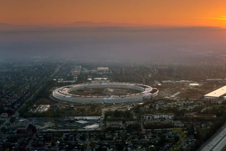Apple's spaceship campus, Apple Park, opens in April https://t.co/eTbX...