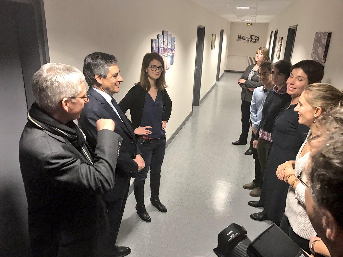 Après avoir détaillé hier son projet en matière de #santé, @FrancoisFillon rencontre les praticiens de la maison de santé de #Fontainebleau<br>http://pic.twitter.com/smcjV4jHmj