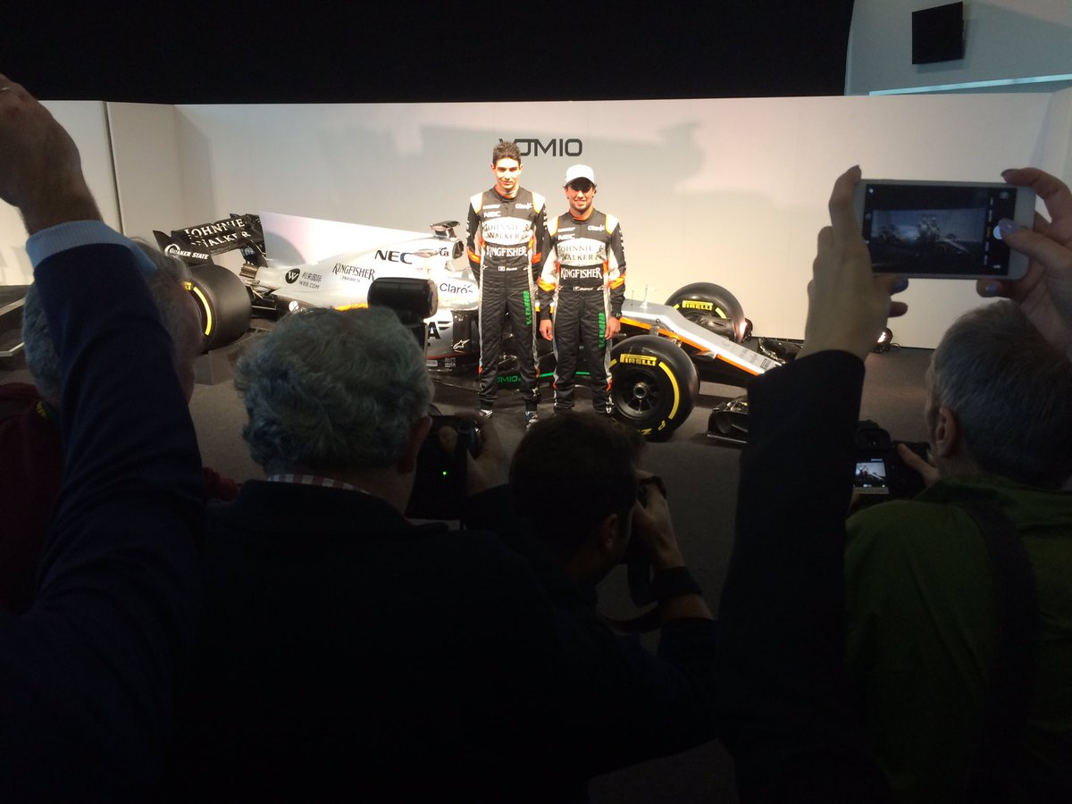 Somewhere, behind the photographers... #VJM10 https://t.co/2wdkpgITh8