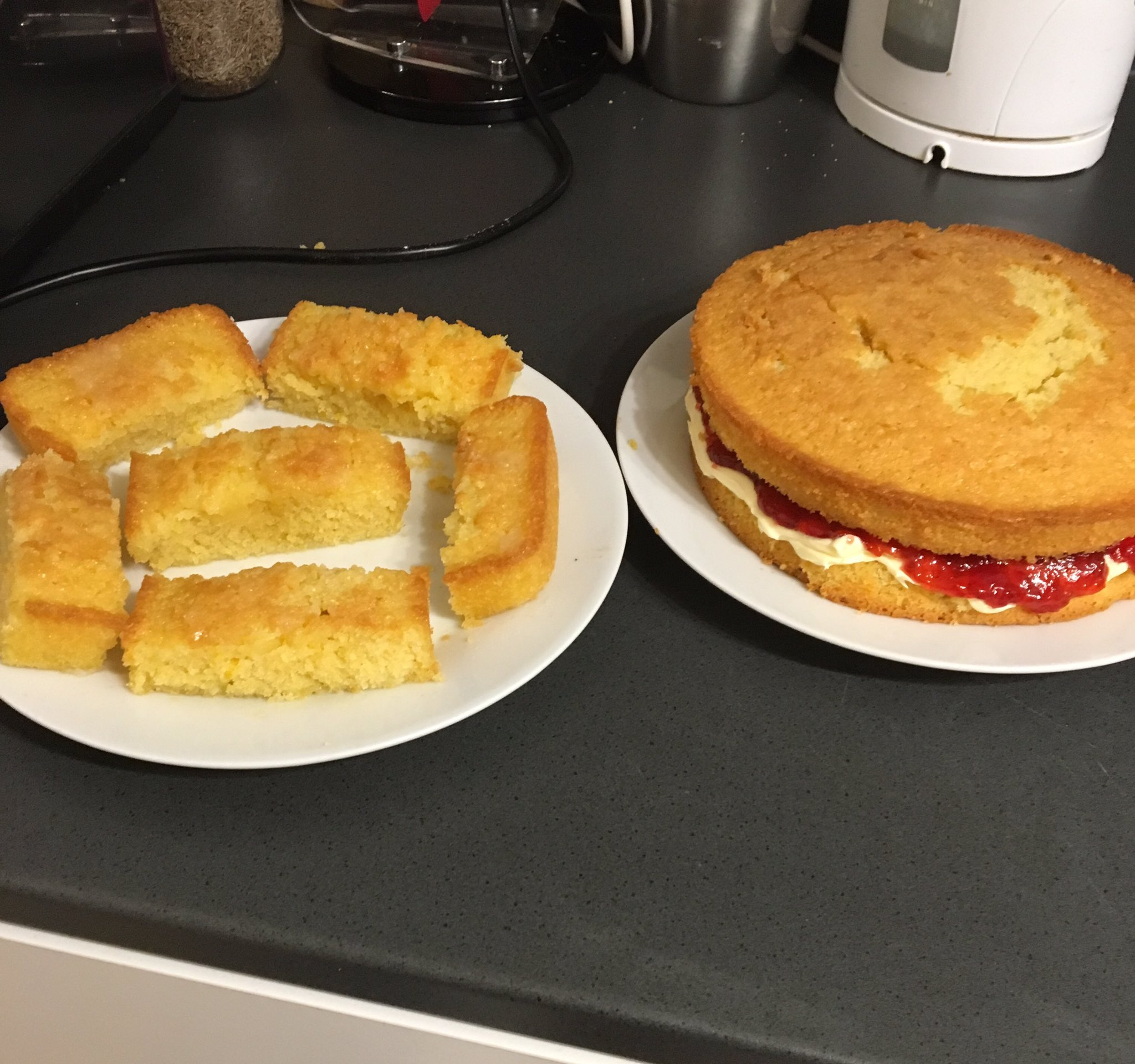 Need these to make it to the #GreatLegalBake tomorrow, must resist eating them 🍰🐷🍰 https://t.co/L632J12eue