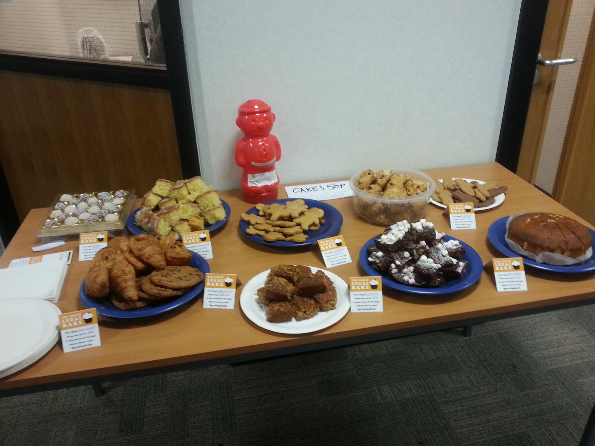 In #Croydon? Come to our 2nd #GreatLegalBake sale of the week in Davis House! Our team have been busy baking some delicious things #lctoday https://t.co/f2K5csDGO0