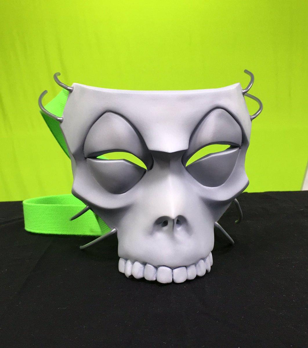 はいっというわけで、マフィア梶田第五宝具『ハサン』の仮面です。 作った僕が言うのもですが、自分でも欲しい満足宝具。  あ、不正など無いのです。  #FateGO https://t.co/TemEh0ftu9 https://t.co/w1VPYX6Csn