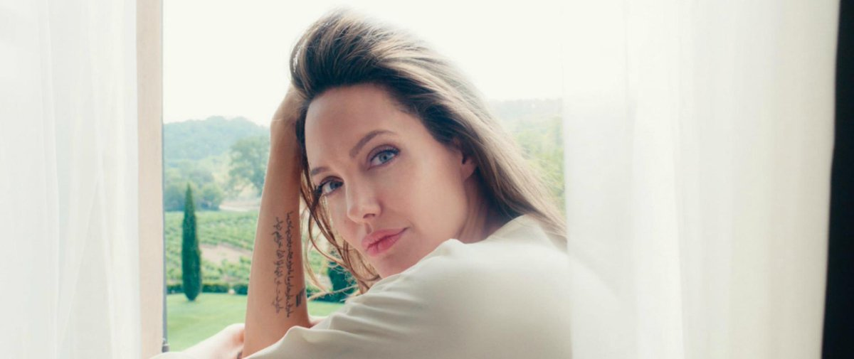 Découvrez le visage d&#39;#AngelinaJolie pour @Guerlain #parfum #beauté &gt;&gt;  http:// bit.ly/2mbPk1s  &nbsp;  <br>http://pic.twitter.com/cVgNDHIBER