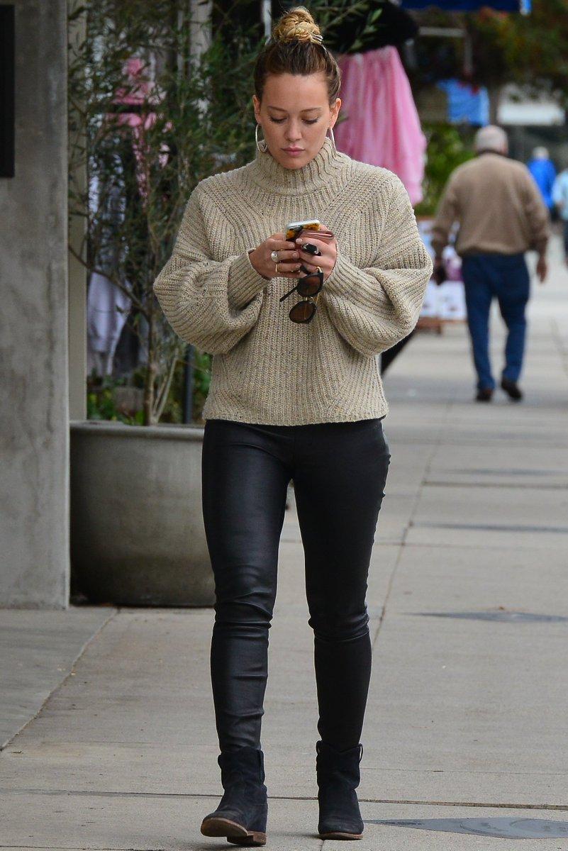 #NEW 21 février. @HilaryDuff de sortie avec Luca à Los Angeles. +20 photos&gt;  http:// hilaryduff.fr/photos/thumbna ils.php?album=765 &nbsp; … <br>http://pic.twitter.com/Wt8L0C395J