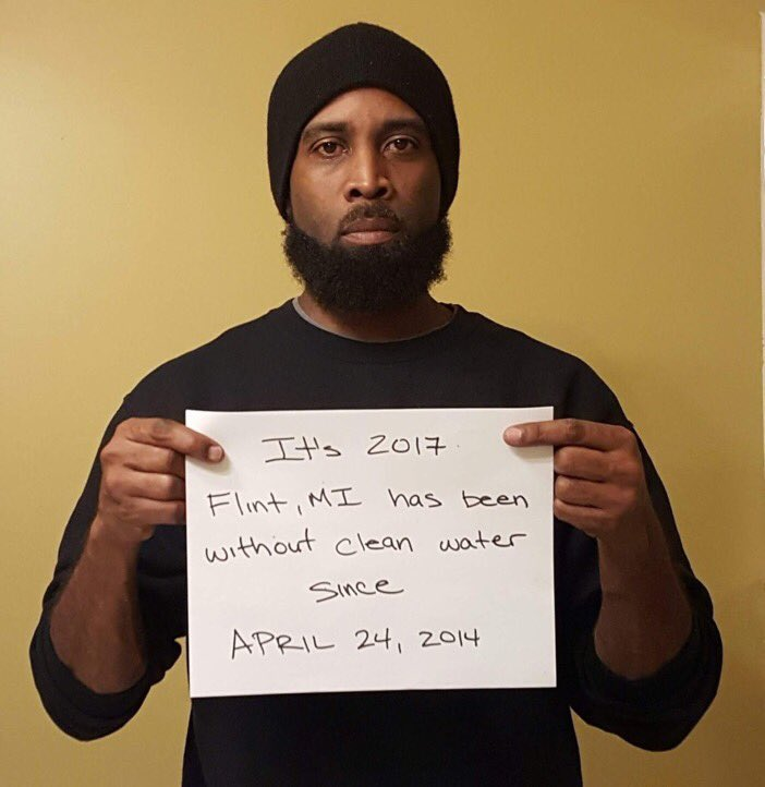 FLINT MI HAS BEEN WITHOUT CLEAN DRINKING WATER SINCE 2014 PLEASE KEEP RETWEETING THIS. #FlintWaterCrisis https://t.co/Jvc9G355S2