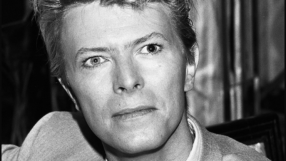 The award for Best British Male Solo Artist goes to @DavidBowieReal ⚡️...