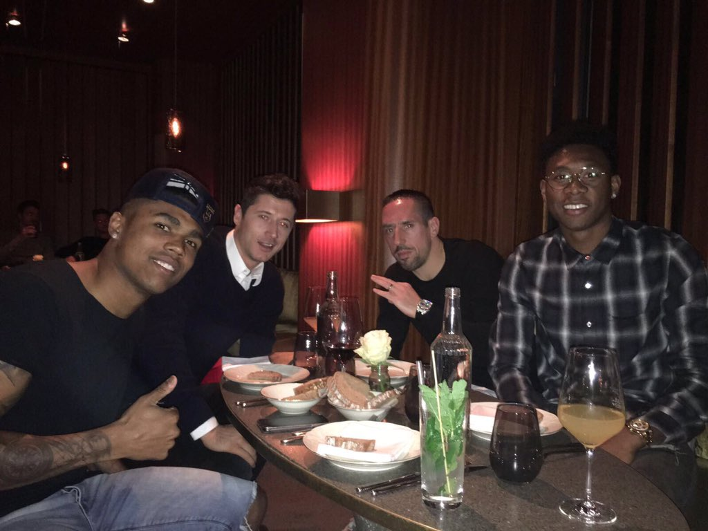Dinner with the the boys! 👌🏼 #bros #MiaSanMia #FR7 👑 https://t.co/X4uJ...