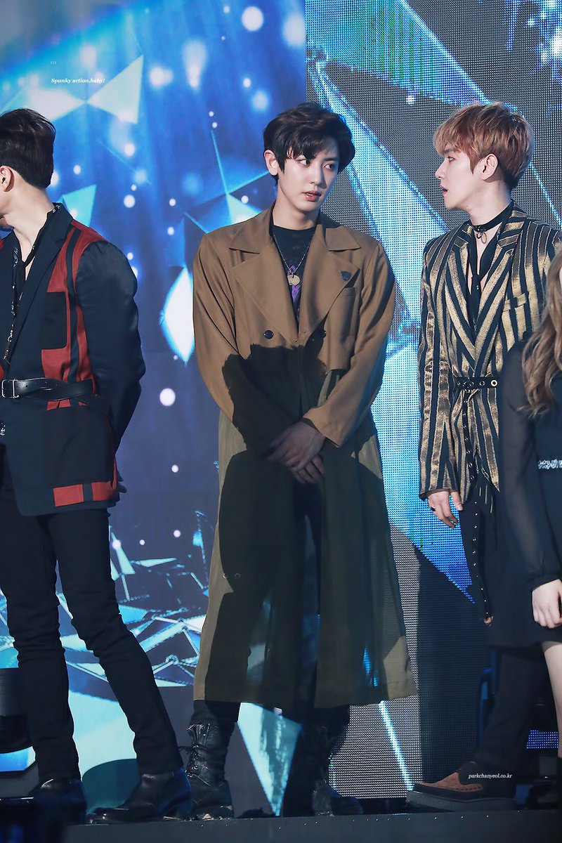 170222 the way they look at each other -_-  #chanbaek #GaonChartAwards<br>http://pic.twitter.com/JuA5VReZ6a