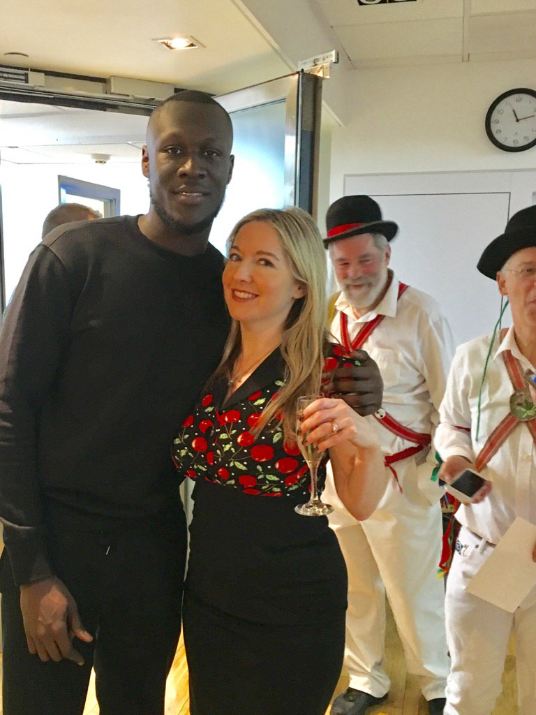 Here I am with Stormzy and some morris dancers as usual. https://t.co/...