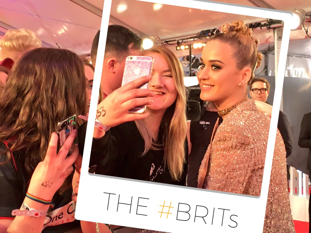 A quick selfie stop for our performer @katyperry 👌🤳💅 #KatyPerryBRITs #...