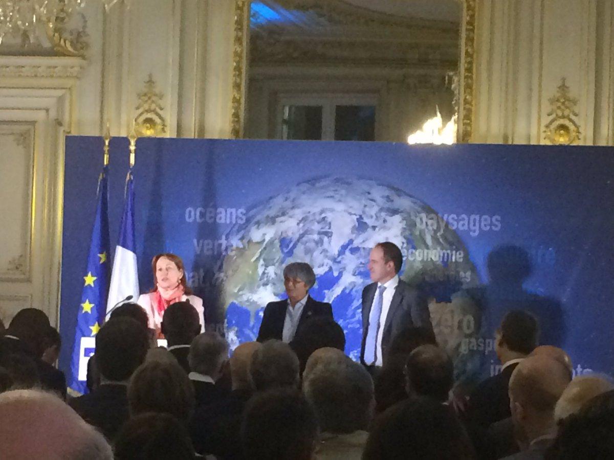 .@RoyalSegolene félicite les travaux de la Plateforme @ocean_climate pour l&#39;#océan indispensable pour un #climat protégé.Le combat continue! <br>http://pic.twitter.com/aVU7ycCLmJ
