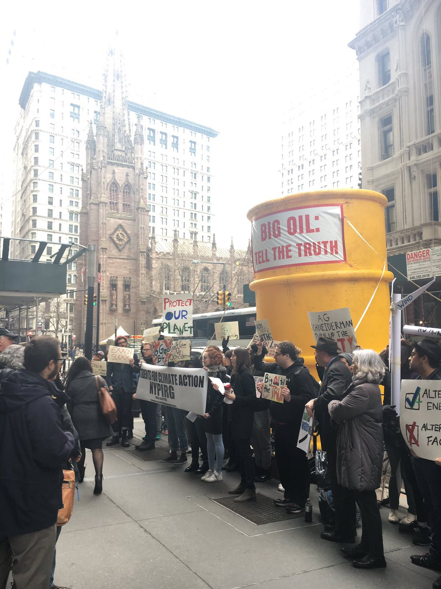 some #ExxonKnew action in the Financial District today <br>http://pic.twitter.com/M8Ggg9f2ql