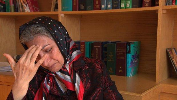 #RoghayehAzizi, 60 ans, opposante iranienne au Canada risque torture &amp; mort si renvoyée en #Iran @MinCanadaAE #FreeIran #StopDeportingAzizi<br>http://pic.twitter.com/1c8kVEGX5y