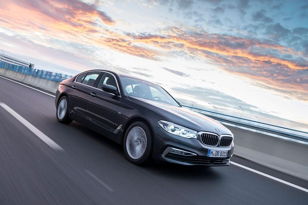 A pinch of business and loads of pleasure. The all-new #BMW #5series Sedan.