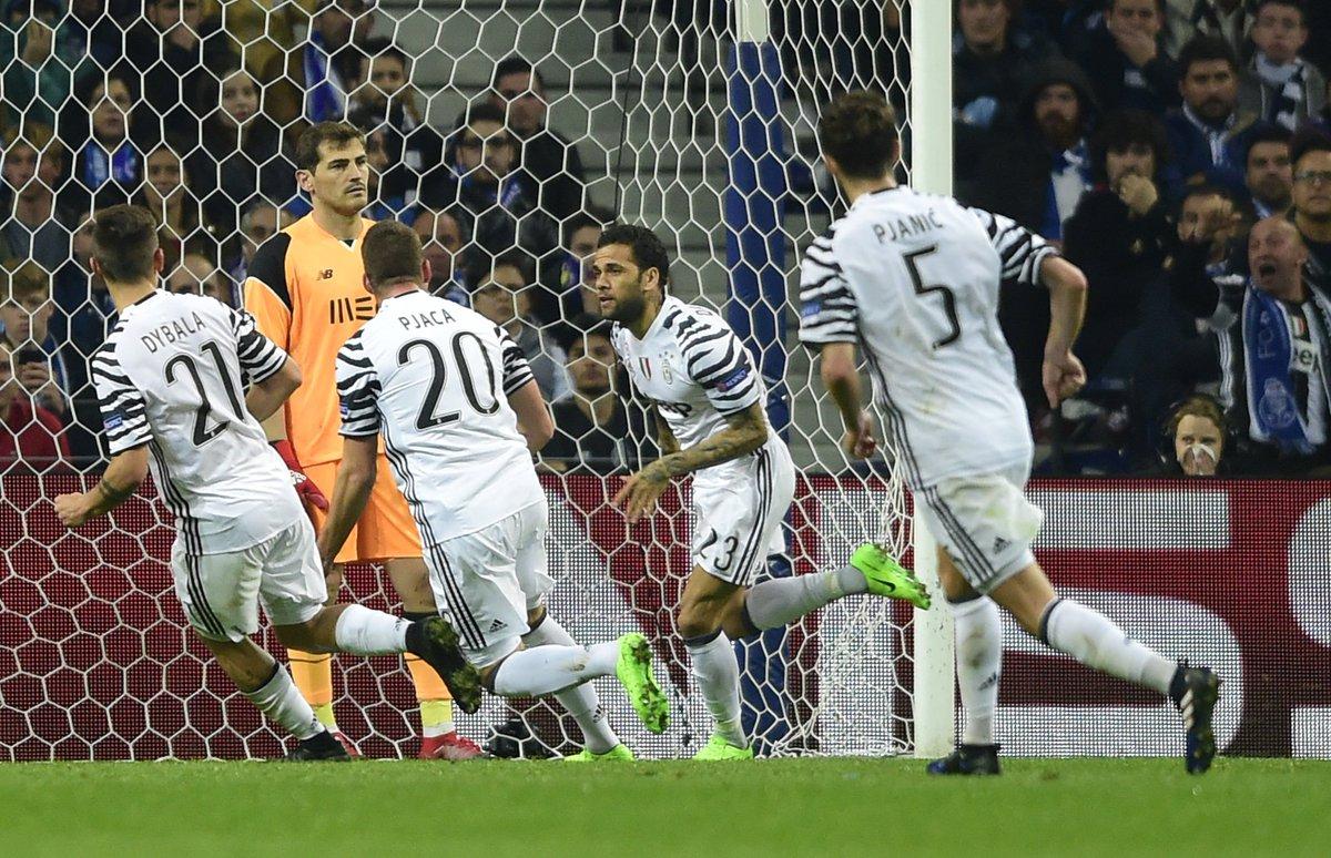 Marko Pjaca and Dani Alves give Juventus control against 10-man Porto