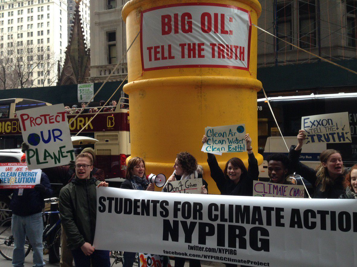 NYPIRG delivers letter from 350+ groups supporting AG Schneidermam probe #Exxonknew <br>http://pic.twitter.com/IUbG4uBBSi