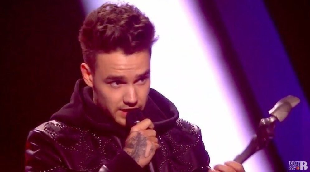 #NEW  Liam accepting the Best British Video at the #BRITs2017 tonight! #1-2 (Feb 22)<br>http://pic.twitter.com/k5ALkcgPmj