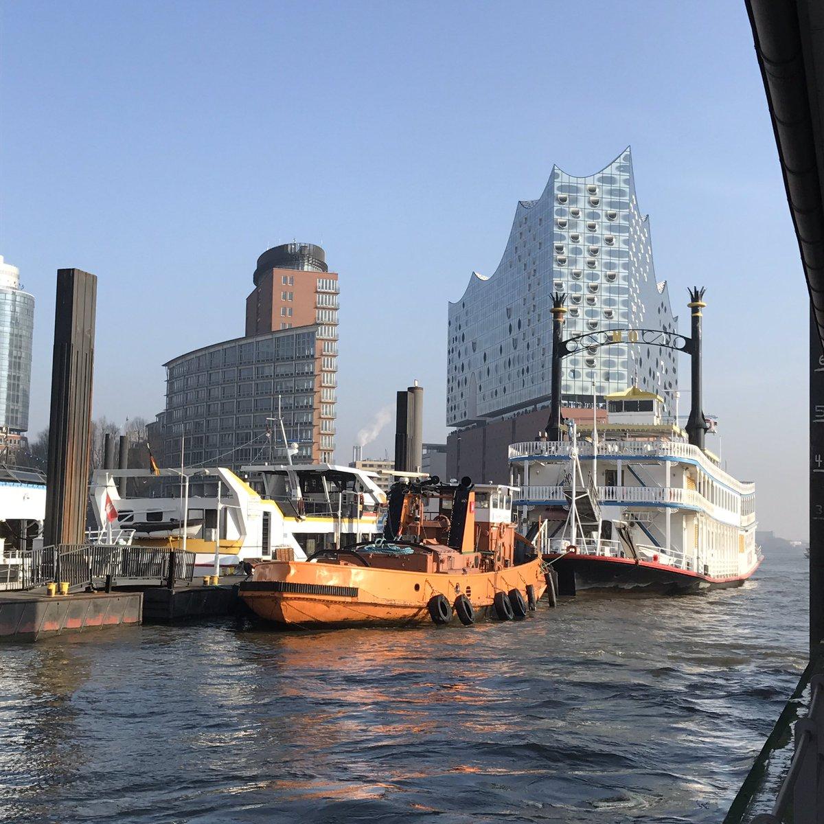 A rare photo: blue sky in Hamburg. #Elbphilharmonie #hamburg #travel #blogger<br>http://pic.twitter.com/E9bkfKJYwS