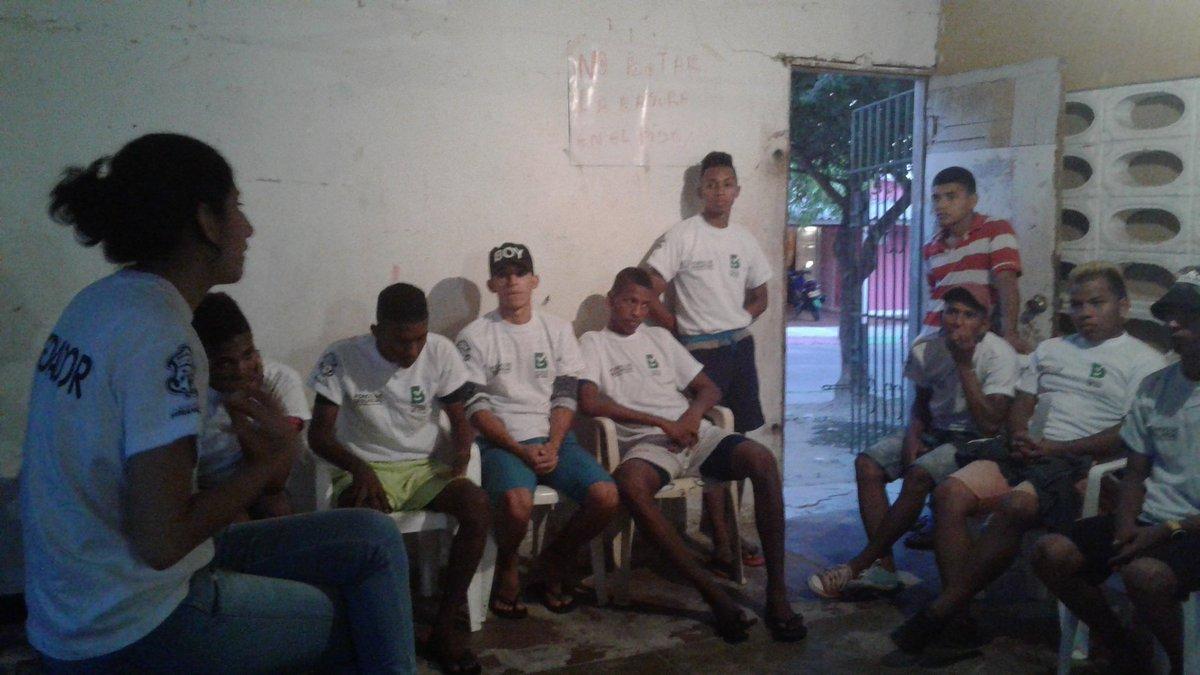 Llegamos al barrio #ElBosque estamos dialogando con los #Jóvenes del programa #VuelveYJuega<br>http://pic.twitter.com/eWOSiYowLP