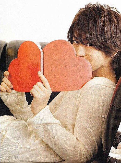 Happy 31th birthday Kazuya Kamenashi  I always hope your happiness. A year full of love.