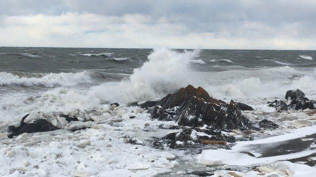 Niveau des océans: l'Est du Qc parmi régions les + touchées dans lemonde! Prix à payer #inaction #climat  #polqc  http:// ici.radio-canada.ca/nouvelle/10183 84/changements-climatiques-impact-est-quebec &nbsp; … <br>http://pic.twitter.com/ZU5UyPcLzc