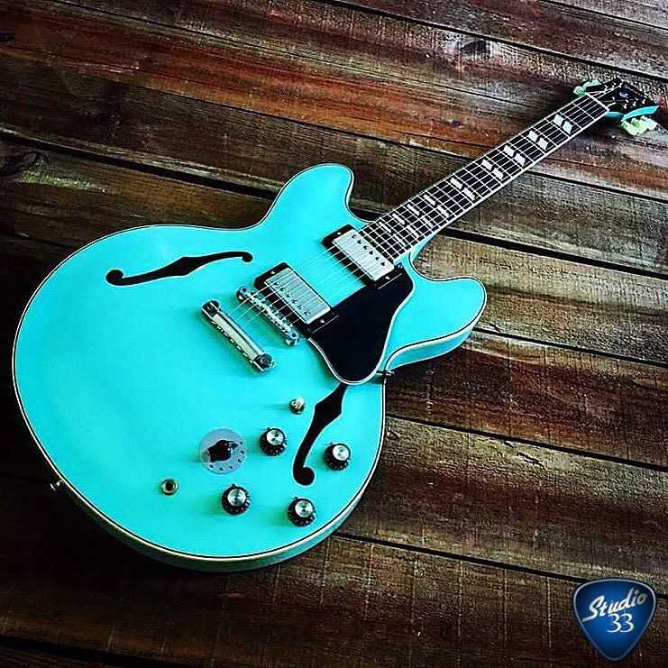 We&#39;re on a bit of a #seafoam green kick lately. How can you not love this 1964 #Gibson #ES…  http:// ift.tt/2lbq2jb  &nbsp;  <br>http://pic.twitter.com/DGsokqFKqT