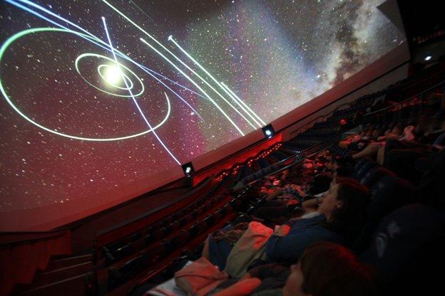 #BuenosDías. Hoy alumnos del cole @MInmaculadaJ de #Xàbia asisten al planetario #Universoentuaula ¿Llegarán al nuevo sistema #TRAPPIST1? <br>http://pic.twitter.com/nGG0urXv6I