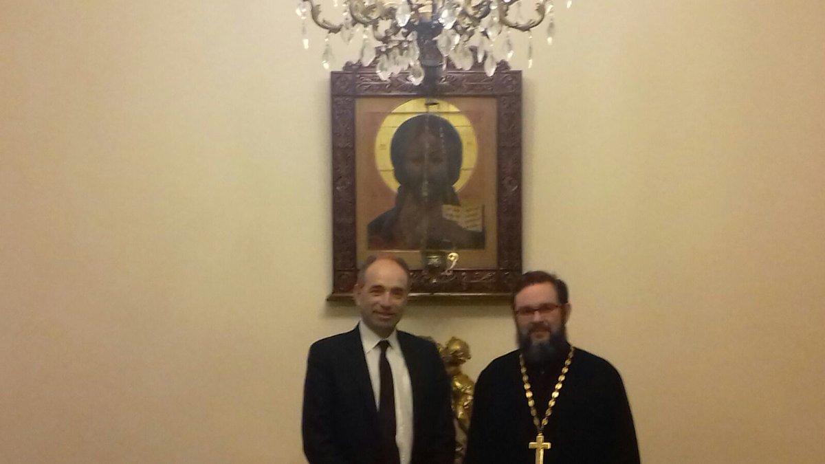 #Moscou avec les autorités orthodoxes et musulmanes. Pour eux le patriotisme prime sur la foi religieuse. <br>http://pic.twitter.com/STMgqFMsLD