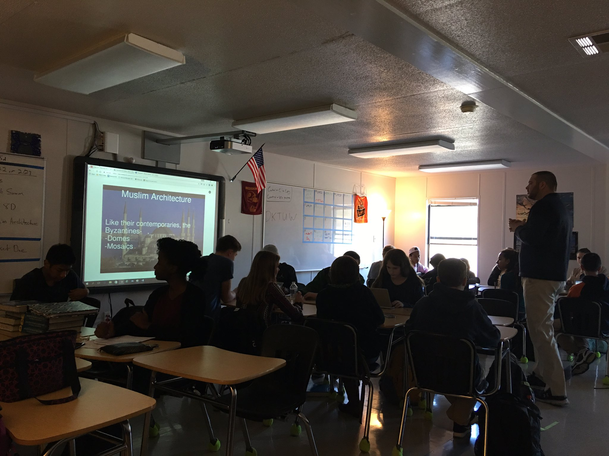 .@JNolanHistPHS and his class are using @nearpod to take a closer look at Muslim Architecture! #DLDay #PWCS https://t.co/nHDubnJgc1