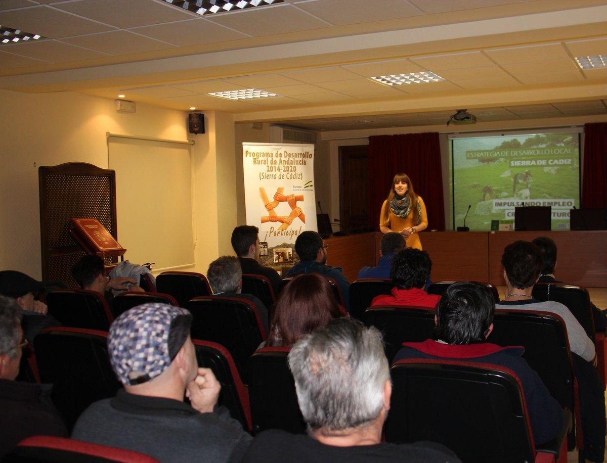 Presentación de la EDL en #ElBosque el pasado 21 de febrero en el salón de Plenos con la presencia de la alcaldesa @Pili__GC #SierraActiva<br>http://pic.twitter.com/LSOSRUpKJV
