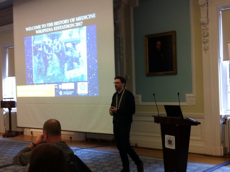 History of Medicine. @emcandre gets #HistMed3 started at Surgeons Hall. Attendees all seem keen to share knowledge. https://t.co/EWKTUeFVCg