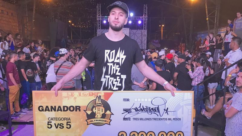 Abdel, danseur de #Grande-Synthe, s&#39;est inscrit à la dernière minute et gagne la compétition de hip-hop à #Medellin  http:// vdn.lv/DGS3Yy  &nbsp;  <br>http://pic.twitter.com/8lKi5UGyKD