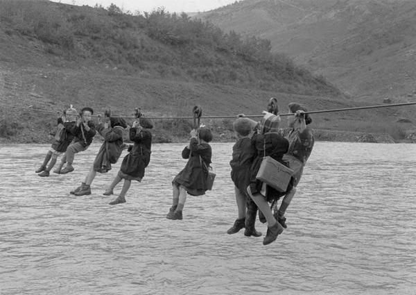 Hardy Scottish schoolchildren are dealing admirably with the closing of the Forth Road Bridge