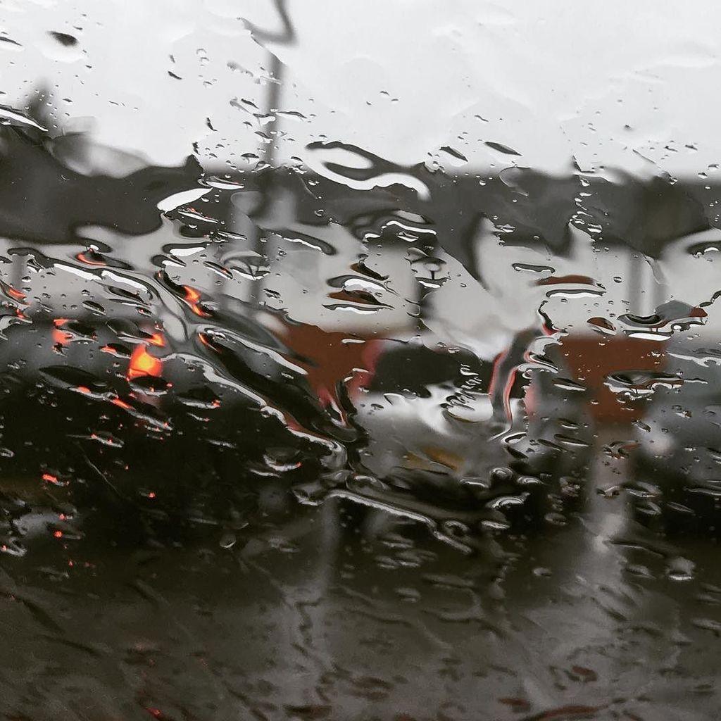 Doris #rain #storm #wet #winter #carpark #britain #british #weather #showers #drizzle #dreich #mydoghasnono.se<br>http://pic.twitter.com/AiUutrKkwG