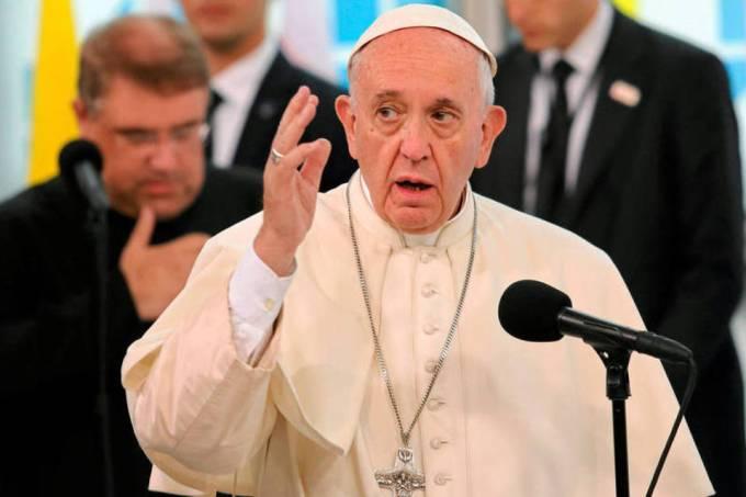 """Papa sugere que é """"melhor ser ateu do que católico hipócrita"""" > https://t.co/S8z093FgWN"""