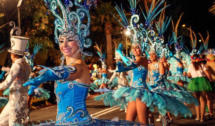 Vive como nunca el #carnaval de #Tenerife en la #Cabalgata Anunciadora, mañana a las 20:00h en la Avenida Bélgica.  http:// diin.es/e/1065314  &nbsp;  <br>http://pic.twitter.com/YD54wmjlWJ