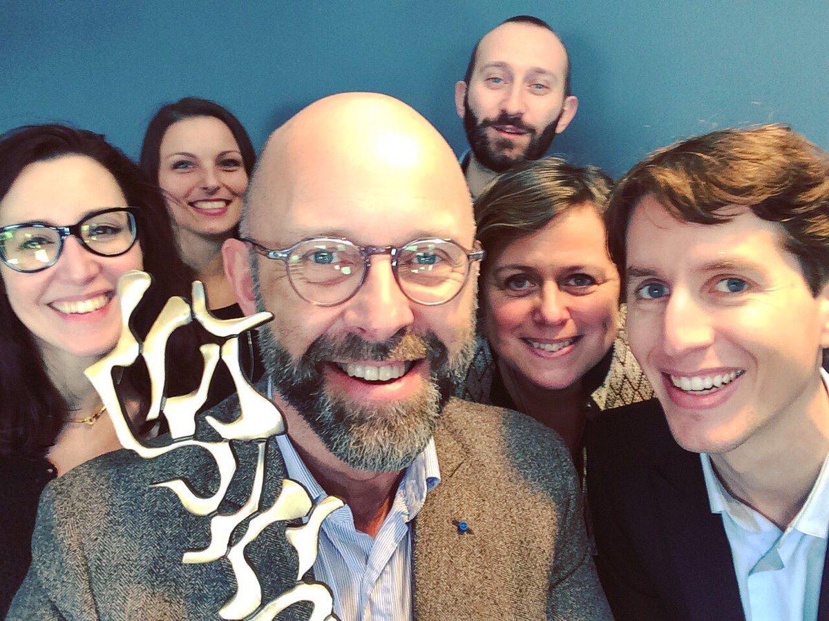 Le rapport d'activité #TimeSavored d'@Elior_Group primé aux TOP/COM 2017   http://www. eliorgroup.com/fr/presse/comm uniques-presse/le-rapport-dactivite-timesavored-delior-group-prime-aux-topcom-2017 &nbsp; …  #award <br>http://pic.twitter.com/QR2cmx9pRK