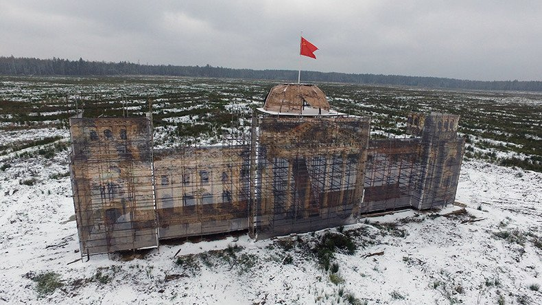 Quand la Défense russe construit une réplique du #Reichstag dans un parc thématique près de #Moscou  https:// francais.rt.com/international/ 34395-russie-construit-replique-reichstag-pour-enfants-jeune-armee &nbsp; … <br>http://pic.twitter.com/O5g4ZbyXLe