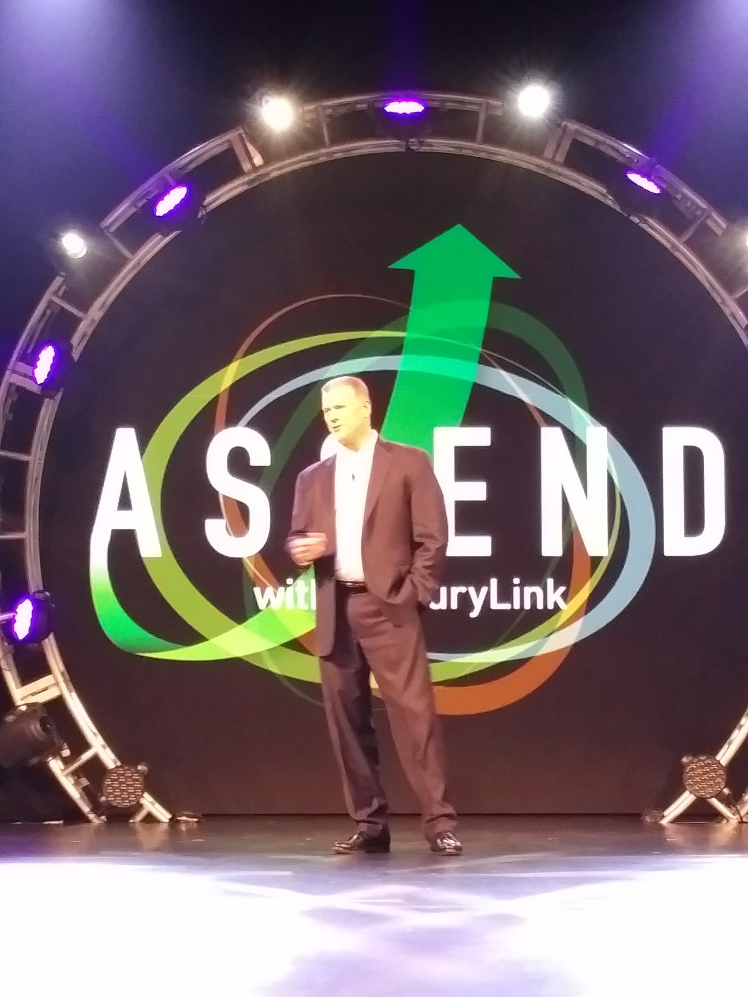 Next up - @dave_dyas with key message - at the end of the day - the customer must win. #CenturyLinkAscend https://t.co/LO0pqryUTs