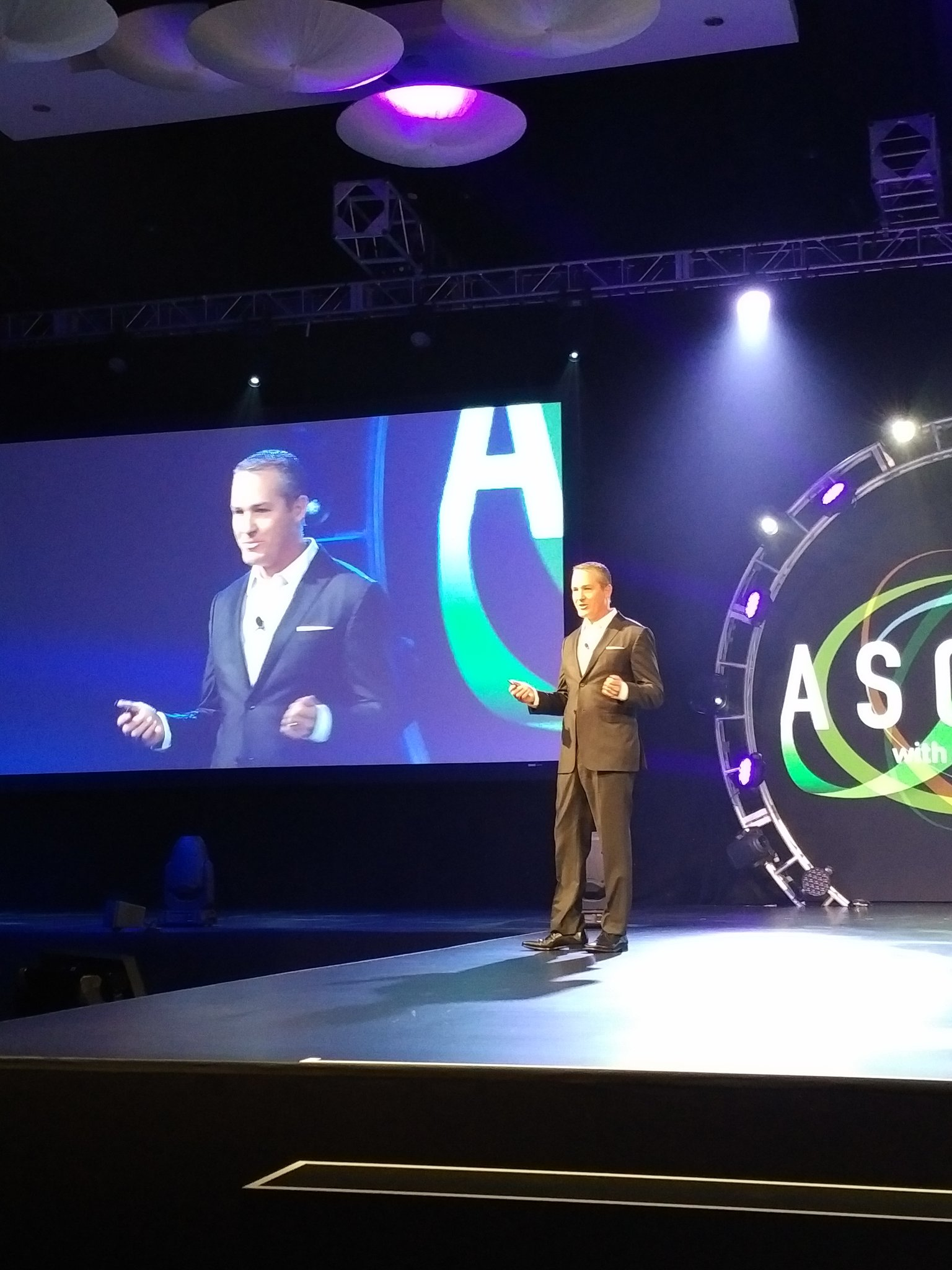 Next up -  Gleeson on strategic partnerships ... big changes are coming. #CenturyLinkAscend https://t.co/1QMrK1Qc6k