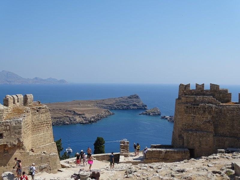 http:// gamato.co.uk/top-things-to- do-in-lindos-rhodes/ &nbsp; …  #Lindos is a beautiful village in the Greek island of #Rhodes top things to see in the village is the #Acropolis.<br>http://pic.twitter.com/j8C5X2pZLW