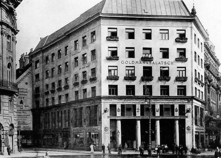 Casa en Michaelerplatz, #Viena por Adolf Loos, fachada principal de revoque liso, con las jardineras prescritas, 1913. #JuevesDeArquitectura<br>http://pic.twitter.com/eQ0xheglFY