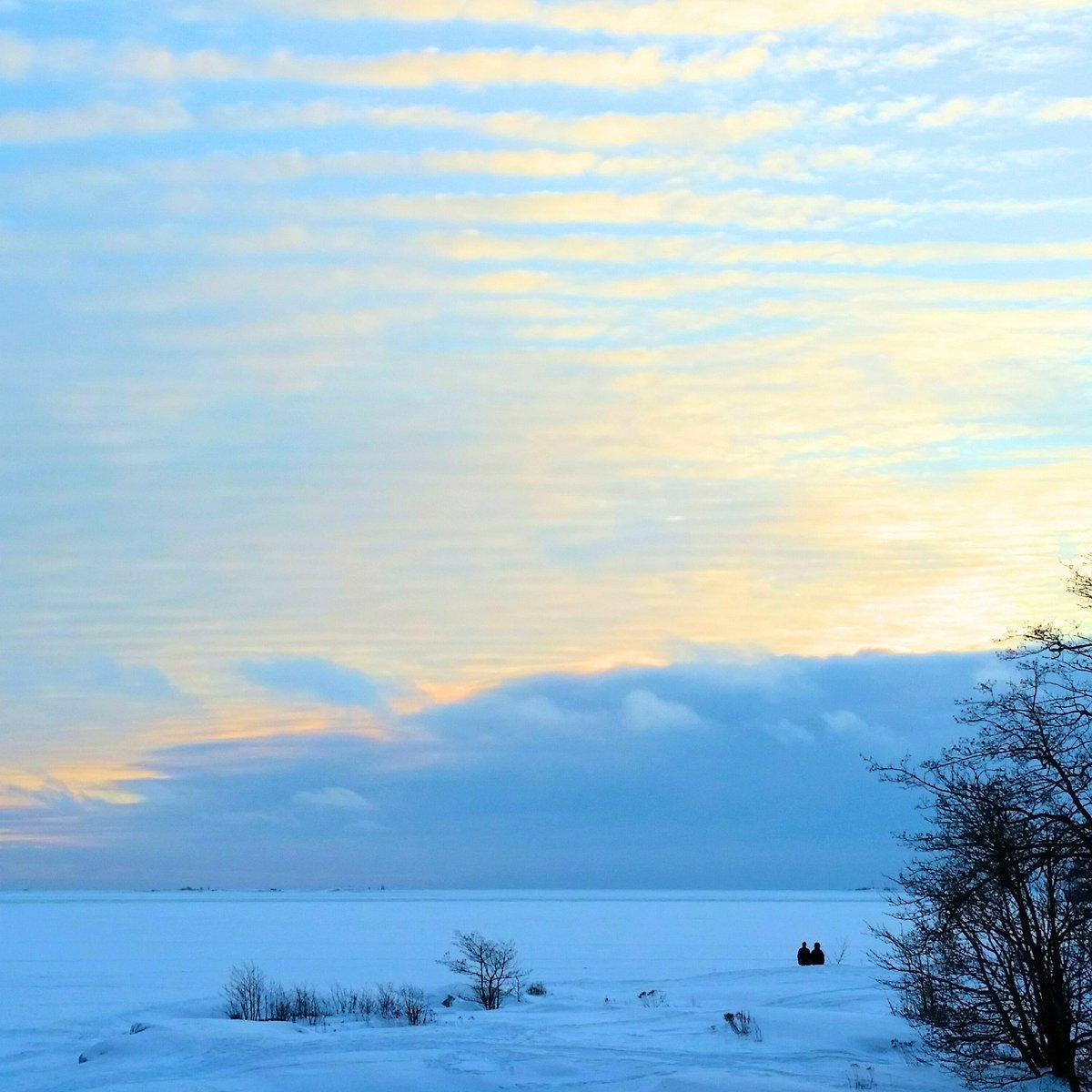 Winter is back in #Helsinki! So white. So blue. #winterwonderland #Finland #traveltips #travelblog #matkablogi #suomiretki #wanderlust<br>http://pic.twitter.com/bUGcbvT1UE