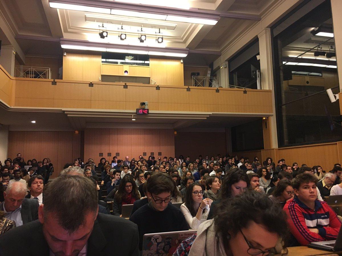 Très heureux d&#39;intervenir devant un amphithéâtre pleins à craquer @sciencespo ! L&#39;#environnement mobilise notre jeunesse ! #Fillon2017<br>http://pic.twitter.com/jBWnTm0MqX